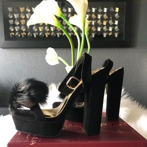 BLACK SQUARE TOED HEELS